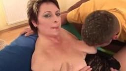 Вылизал щель женщине и трахнул большим пенисом в ароматное влагалище